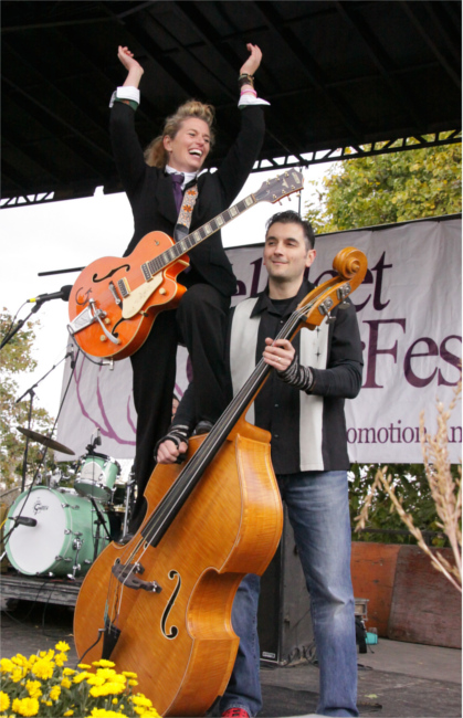 Sarah Swain and Liam Hogg of 'Sarah Swain and the Oh Boys' on Stage