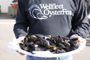 wellfleet-oysterfest-2016-serving-cooked-mussels